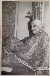 Mogubai relaxing at the author's home in Mumbai (Photo: Dev Nadkarni, from the Mohan Nadkarni archive).