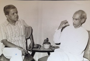 The author interviewing Pandit Arolkar much after this article first appeared.